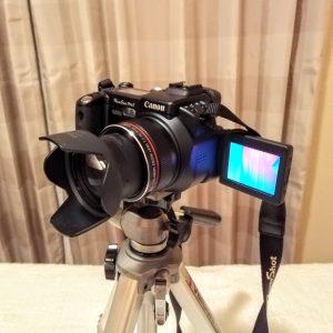 液晶画面が180度回転するデジカメ